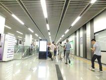 Linea 11, paesaggio dell'interno della metropolitana di Shenzhen della stazione della metropolitana di Baoan Fotografia Stock Libera da Diritti