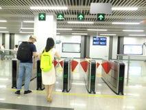 Linea 11, paesaggio dell'interno della metropolitana di Shenzhen della stazione della metropolitana di Baoan Immagine Stock