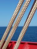 linea per le bandiere sulla nave mercantile Fotografie Stock Libere da Diritti