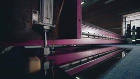 Linea retta della macchina di taglio del vetro video d archivio