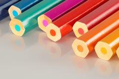 Linea seghettata di matite variopinte Fotografie Stock Libere da Diritti