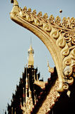 Linea-tailandese sul tetto del tempio in myanmar Fotografie Stock Libere da Diritti