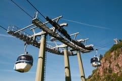 Linea tranviaria aerea (cabina di funivia) - Cermis, Italia Fotografie Stock Libere da Diritti