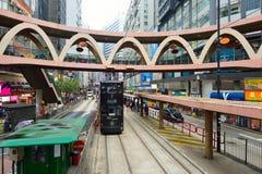 Linea tranviaria dell'autobus a due piani Immagine Stock