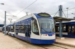 Linea tranviaria moderna in Almada vicino a Lisbona Fotografia Stock