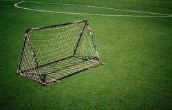 Linea Verde bianco dell'erba di obiettivo di calcio della rete Fotografia Stock Libera da Diritti