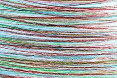 Lineas horizontales dibujadas en lápiz en diversos colores ilustración del vector