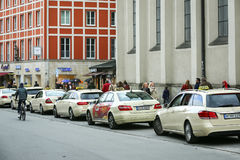 Lined up parkte Taxis Stockfotografie