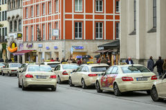 Lined up parkte Taxis Stockfoto