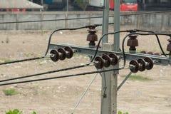 Linee ad alta tensione del cavo della posta di elettricità Fotografia Stock