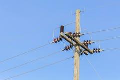 Linee ad alta tensione del cavo della posta di elettricità Fotografie Stock Libere da Diritti