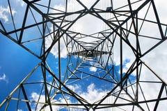 Linee ad alta tensione della torre Fotografie Stock