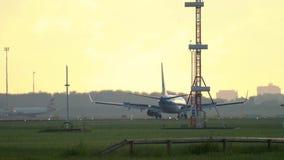 Linee aeree Boeing 737 di KLM Royal Dutch che frena video d archivio