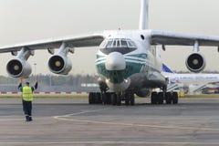 Linee aeree dell'aeroplano IL-76TD Alrosa del carico Immagine Stock Libera da Diritti
