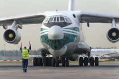 Linee aeree dell'aeroplano IL-76TD Alrosa del carico Immagini Stock Libere da Diritti