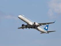Linee aeree di Embraer ERJ-195LR (190-200LR) Belavia degli aerei Immagini Stock