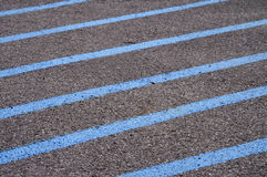 Linee blu su pavimentazione fotografie stock libere da diritti