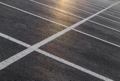 Linee del punto di parcheggio con la luce di tramonto Fotografia Stock