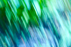 Linee della sfuocatura dell'erba con i verdi ed i blu Immagine Stock