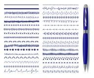 Linee di Decrotaive di scarabocchio di vettore messe con la penna blu realistica, raccolta dei disegni isolata illustrazione di stock
