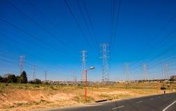 Linee di Electric Power a Soweto urbana Sudafrica Immagine Stock Libera da Diritti