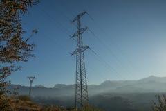 Linee di trasmissione del pilone di elettricità Fotografia Stock Libera da Diritti
