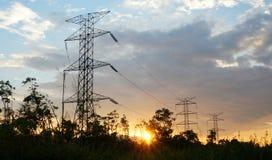 Linee elettriche ad alta tensione della torre Fotografie Stock Libere da Diritti