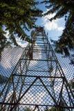 Linee elettriche ad alta tensione di elettricità torre Fotografie Stock Libere da Diritti