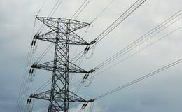 Linee elettriche ad alta tensione di elettricità torre Immagine Stock Libera da Diritti