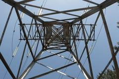 Linee elettriche ad alta tensione di sostegno Fotografia Stock
