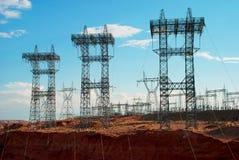 Linee elettriche dalla centrale elettrica sul fiume Colorado, Glen Can Fotografie Stock Libere da Diritti