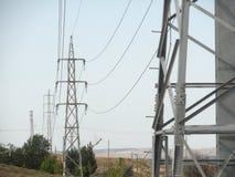 Linee elettriche nell'orizzonte Immagine Stock