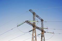 Linee elettriche su un fondo del cielo blu Fotografia Stock Libera da Diritti