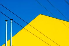 Linee gialle blu cielo della Camera Immagine Stock