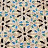 Linee nelle vecchie mattonelle del Marocco Africa e nel abst ceramico colorated del pavimento Immagini Stock