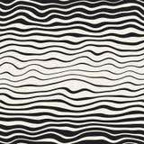 Linee ondulate diagonali disegnate a mano in bianco e nero senza cuciture modello di vettore Progettazione a mano libera astratta Fotografia Stock
