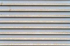 Linee orizzontali grige d'argento del metallo polveroso di lerciume - struttura/fondo di alta qualità immagini stock libere da diritti