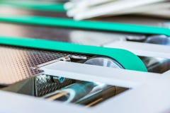 Linee sottili di gomma verde del nastro trasportatore di carta della piegatrice Whee Fotografie Stock Libere da Diritti