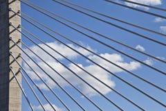 Linee uniche dai cavi di sostegno del ponte fotografia stock libera da diritti