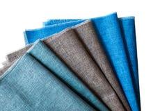 Linen полотенца кухни на белой предпосылке Стоковые Фотографии RF
