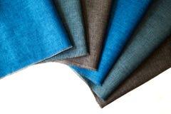 Linen полотенца кухни на белой предпосылке Стоковые Изображения RF