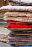 Linen стул pillows куча Стоковые Фотографии RF