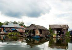 Linfa di galleggiamento di Tonle del villaggio Immagini Stock Libere da Diritti