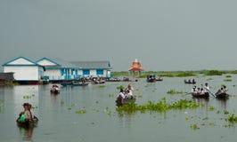 Linfa di galleggiamento di Tonle del villaggio Fotografie Stock Libere da Diritti