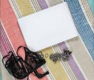 Lingerie και σημειωματάριο Τοπ όψη Στοκ εικόνες με δικαίωμα ελεύθερης χρήσης