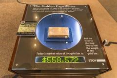 lingot d'or d'or de bar d'opérations bancaires Images libres de droits