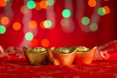 Lingotes chinos del oro de las decoraciones del Año Nuevo con el espacio de la copia Fotografía de archivo