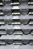 Lingotes de aluminio sin procesar Fotos de archivo libres de regalías