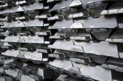 Lingots en aluminium crus images libres de droits