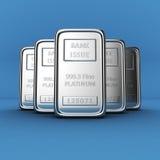 Lingotti del platino sul blu Fotografia Stock